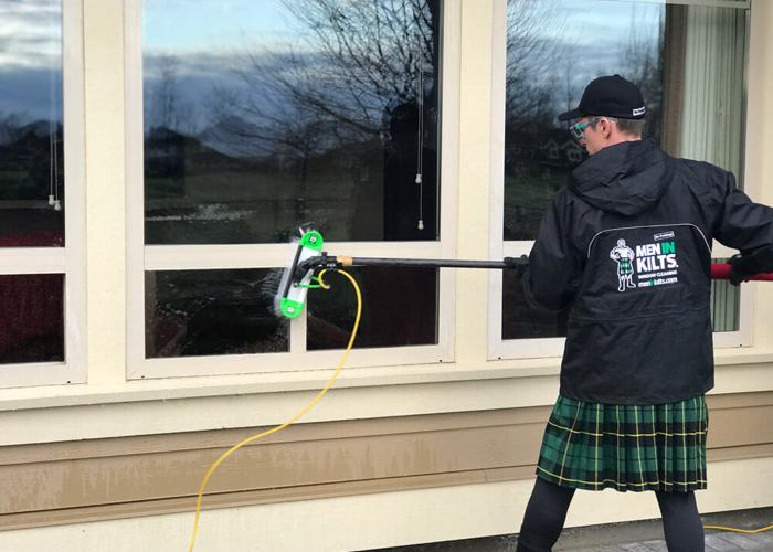 Kitchener-Waterloo-Window-Cleaning-with-Rich