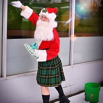 Santa in Kilts Leaves No Spots Behind | Men In Kilts